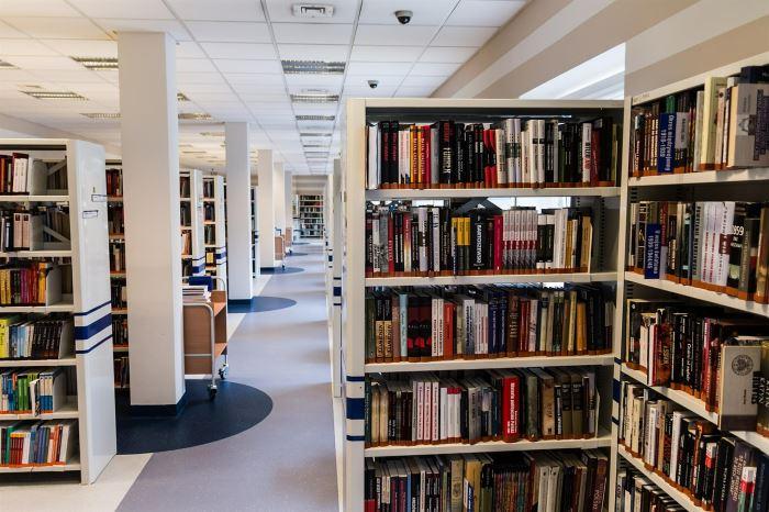 Biblioteka Gdynia: Хто не пасує, буде видалений / Kto nie pasuje, zostanie usunięty