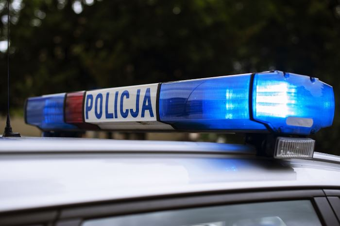 Policja Gdynia: Spowodował kolizję z trolejbusem. Został zatrzymany za narkotyki.