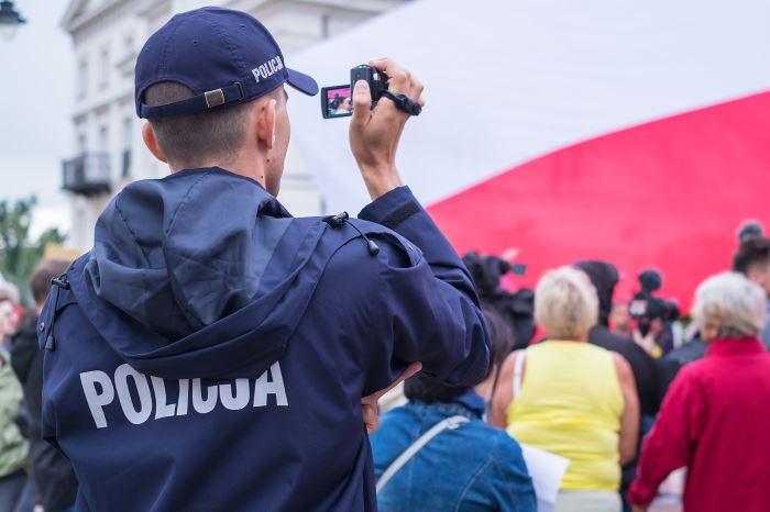 Policja Gdynia: O jutra zaostrzenie zasad bezpieczeństwa. Policjanci apelują o przestrzeganie obostrzeń sanitarnych!
