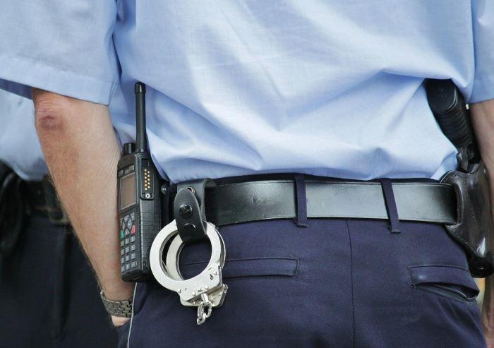 """Policja Gdynia: Policjanci pracują nad ustaleniem i ukaraniem oszustów działających metodą """"na policjanta"""""""